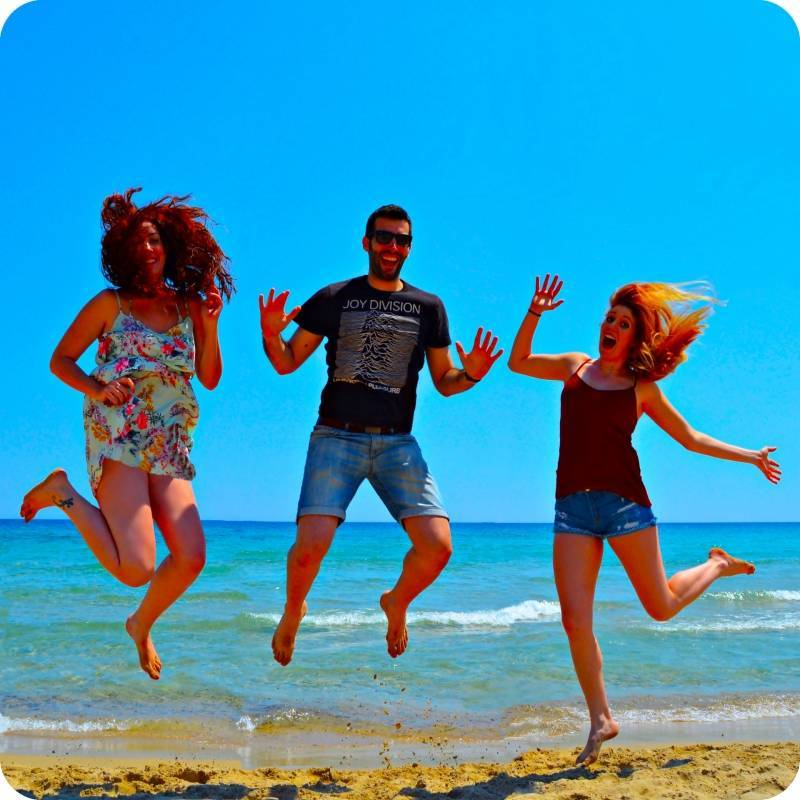 amigos_saltando
