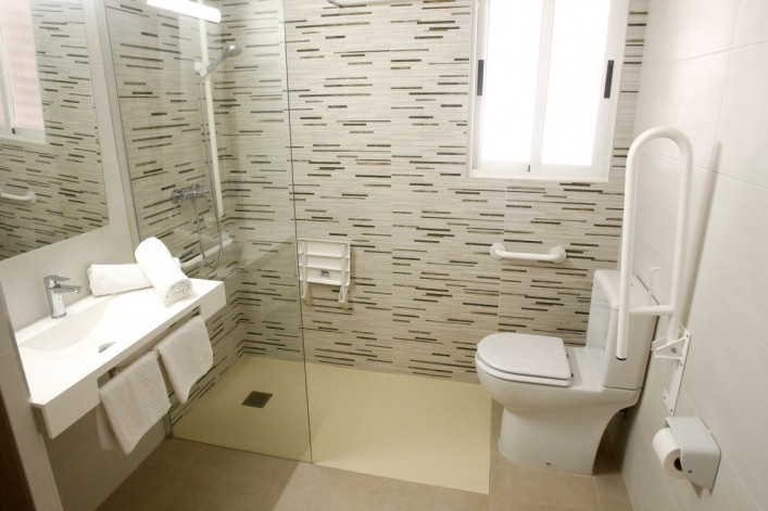 habitación con baño propio en benidorm Lido